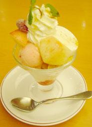 桃のミルクプリンミニパルフェ.jpg