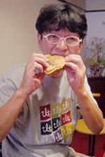 たいやき食べるタニシ君.jpg