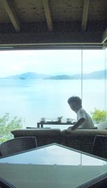 タニシ海を前に.jpg