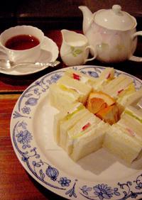 フルーツサンドと紅茶.jpg
