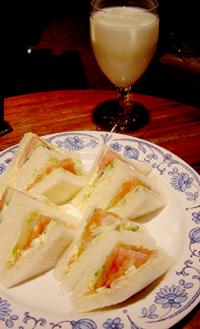 野菜サンドとアイスミルク.jpg