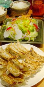 餃子とサラダ.jpg